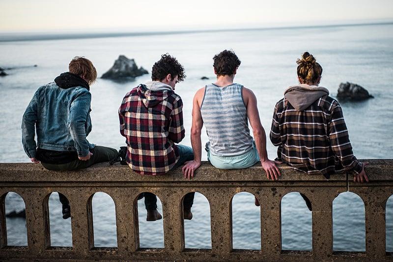Ragazzi in vacanza al mare
