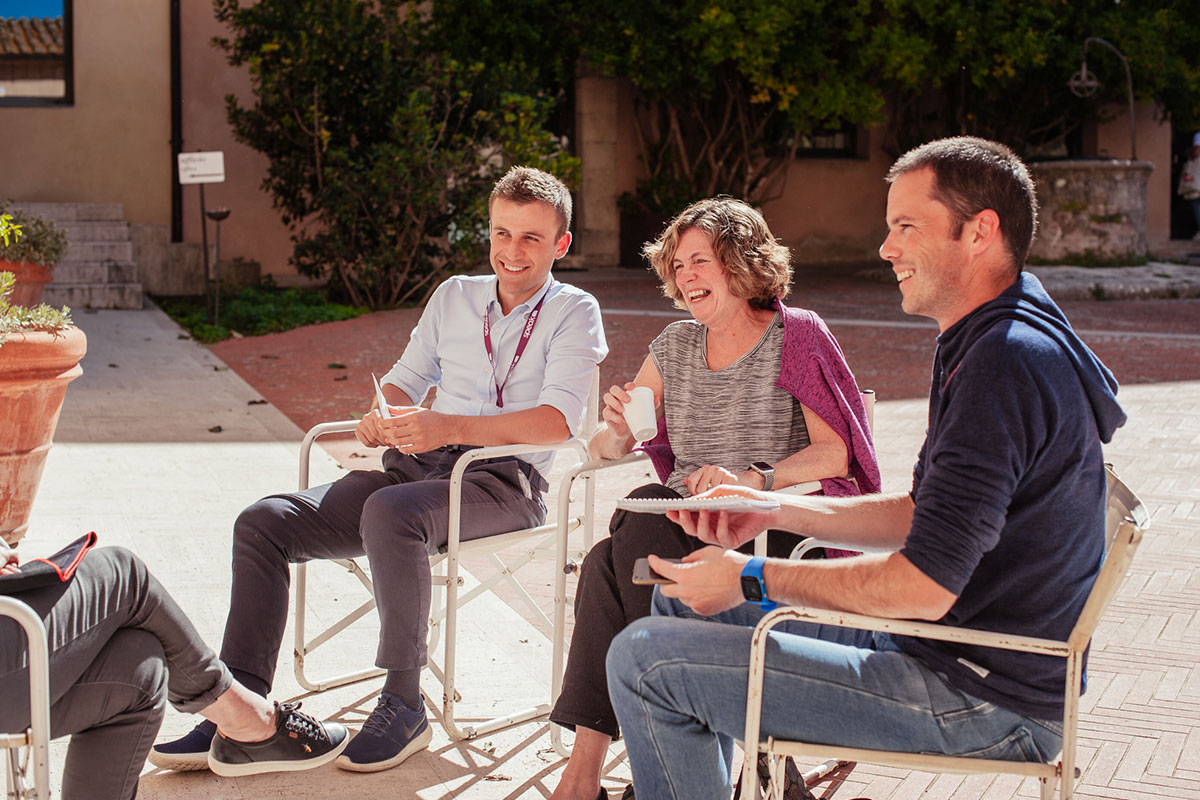 Come usare incontri relativi in una frase