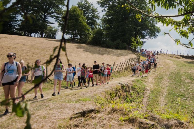i ragazzi dello Speak Teens Summer Camp durante un'escursione